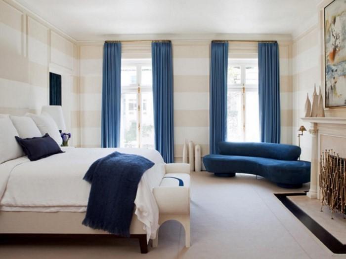 Schlafzimmereinrichtung-in-Blau-Eine-auffällige-Entscheidung