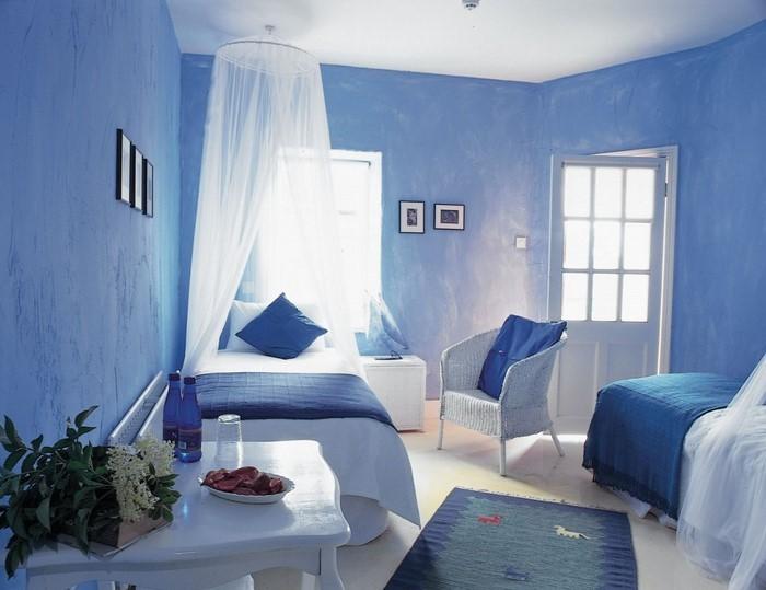 Schlafzimmereinrichtung-in-Blau-Eine-kreative-Ausstattung