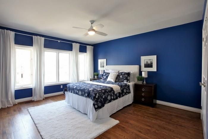 Schlafzimmereinrichtung-in-Blau-Eine-tolle-Deko