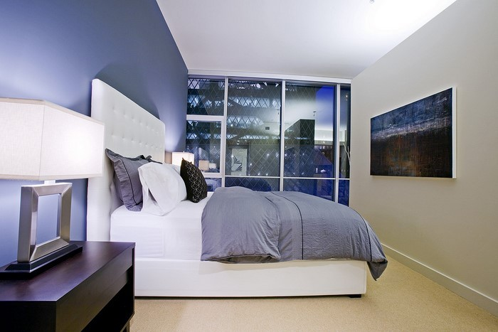 Schlafzimmereinrichtung-in-Blau-Eine-wunderschöne-Atmosphäre