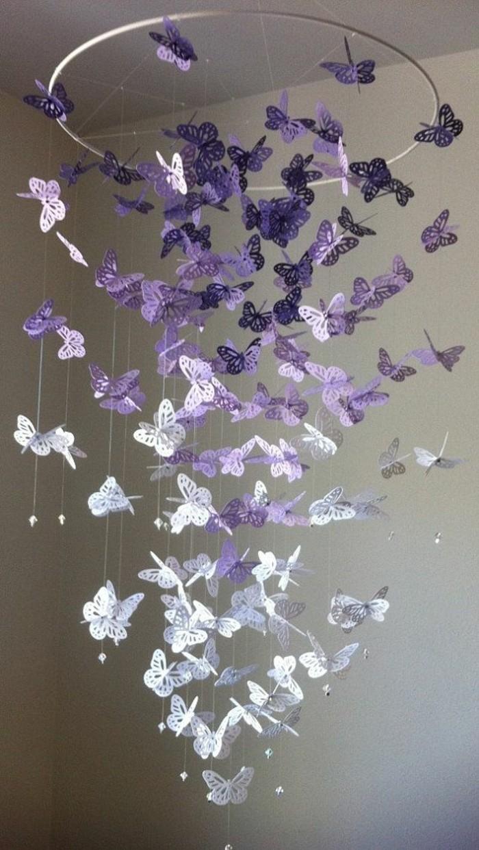 Schmetterling-Mobile-basteln-in-lila-Farbe