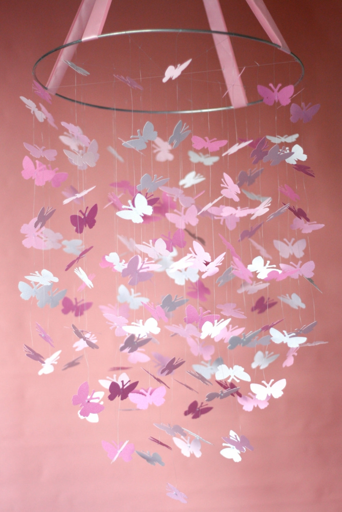 Schmetterling-Mobile-basteln-in-rosa-Farbe