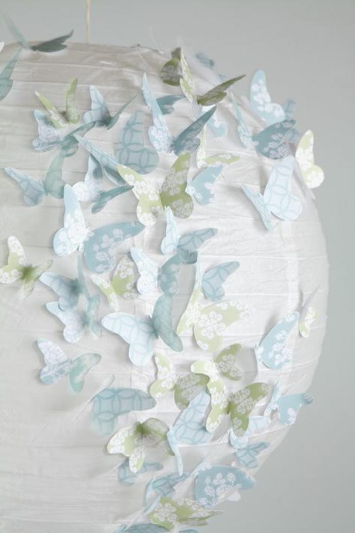 Schmetterling-aus-Papier-viele-auf-die-Lampe