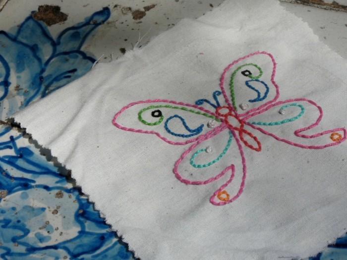 Schmetterling-basteln-auf-Tuch-sticken