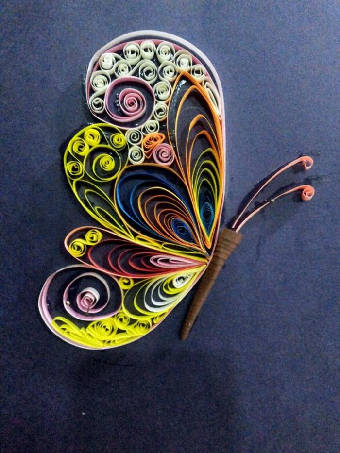 Schmetterling-basteln-aus-buntem-Papier