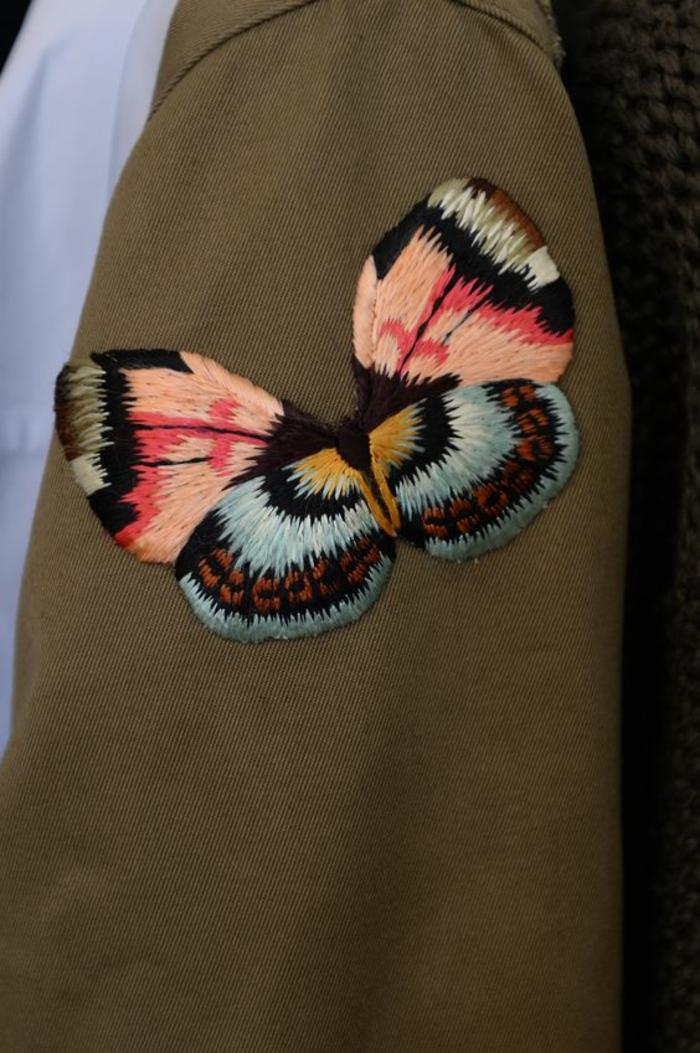 Schmetterlinge-basteln-auf-die-Kleidung-sticken