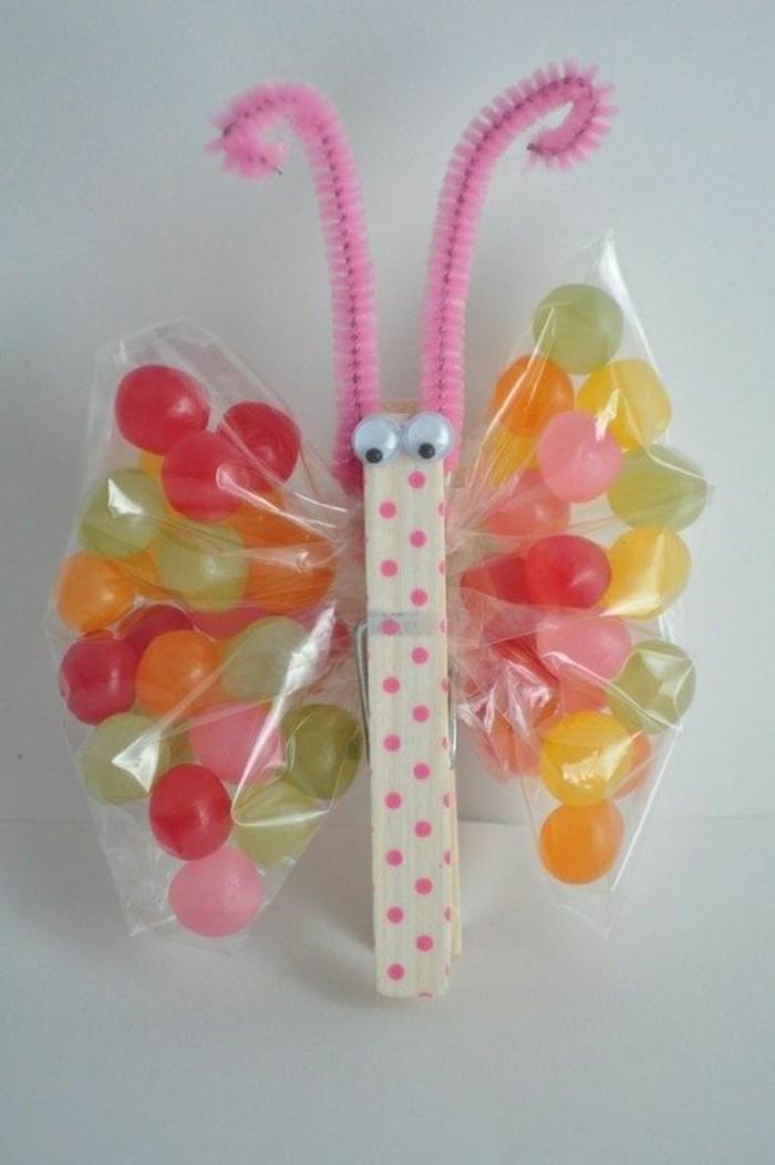 Schmetterlinge-basteln-mit-Kindern-mit-Bonbons