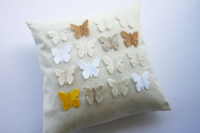 Schmetterlinge-zum-basteln-ein-Kissen
