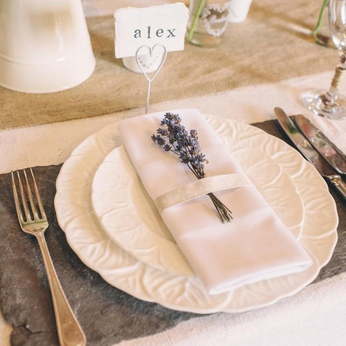 Servietten-Tischdeko-mit-echter-Blume