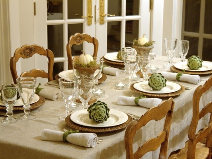Servietten-Tischdeko-mit-grünem-Akzent