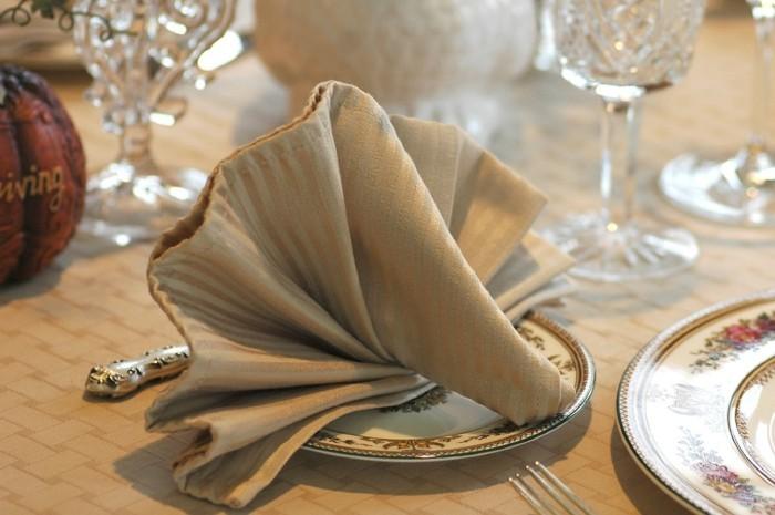 Servietten-Tischdeko-wie-ein-Muschel