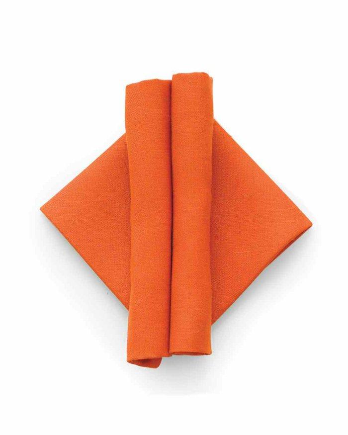 Servietten-basteln-in-oranger-Farbe