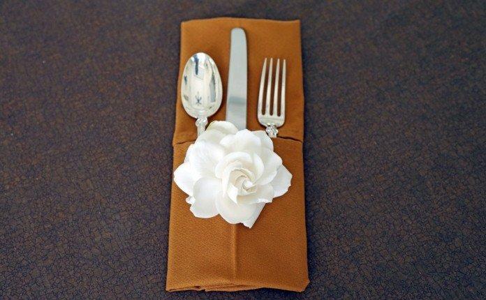 Servietten-zum-Basteln-und-eine-weiße-Rose