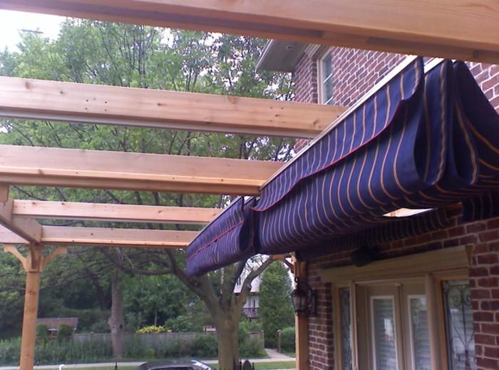 Sonnensegel-für-Terrasse-mit-sonnensegellila-holz-