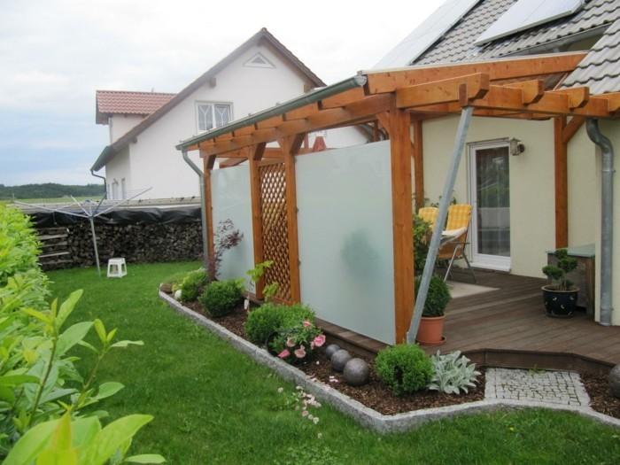 Terrassenüberdachung-aus-holz-mit-wandverkleidung