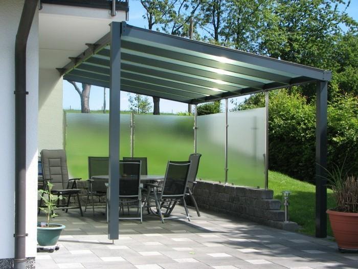 Terrassenüberdachung-glas-alu-wandverkleidung