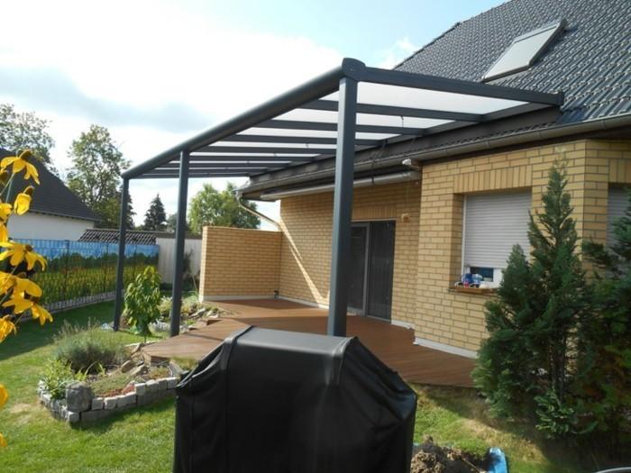 Terrassenüberdachung-grill-im-garten