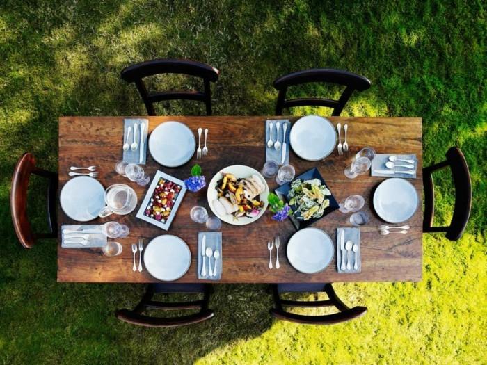 Tisch-eindecken-für-viele-Gäste