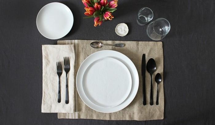 Tisch-eindecken-in-rustikalen-Still