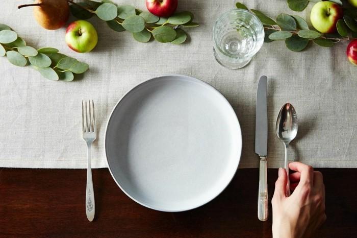 Tisch-eindecken-wie-höfflich-ist