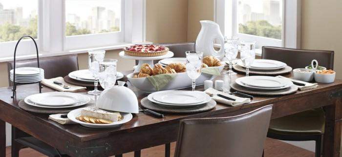 Tisch-eindecken-zum-guten-Frühstück