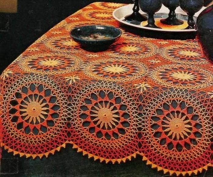 Tischdecke-häkeln-in-oranger-Farbe
