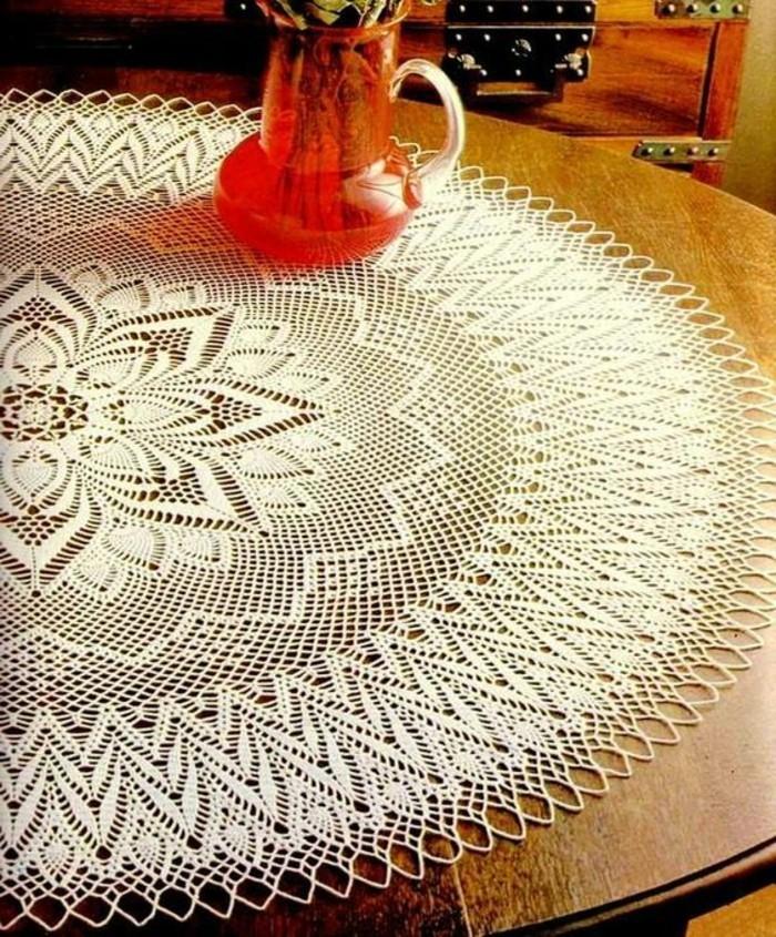 Tischdecke-häkeln-mit-komliziertem-Muster