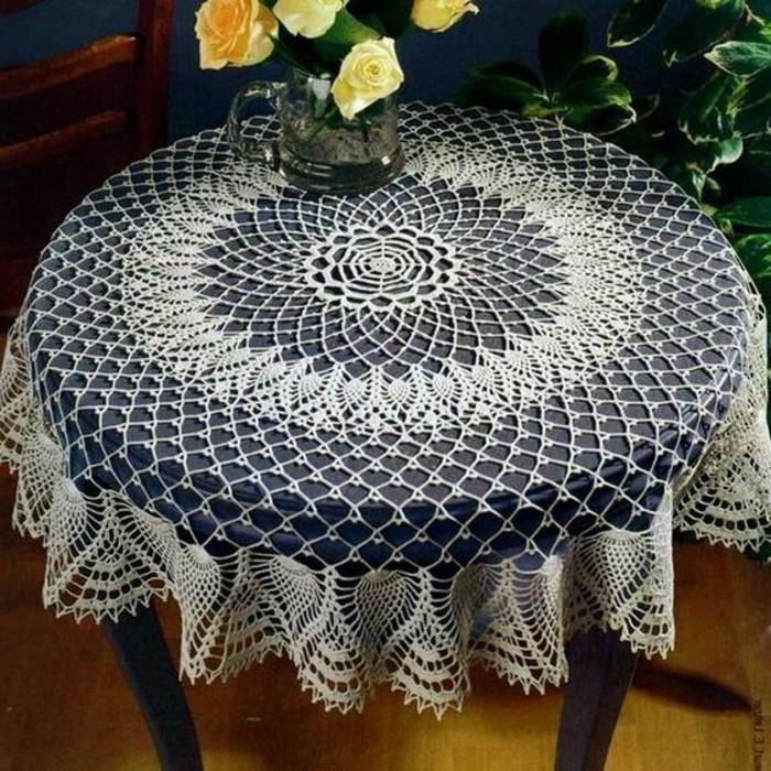 Tischdecke-häkeln-mit-leichtem-Muster