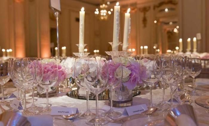 Tischdeko-Ideen-Blumen-und-Kerzen