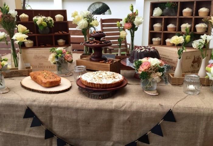 Tischdeko-mit-Holz-Ständer-für-die-Süßigkeiten
