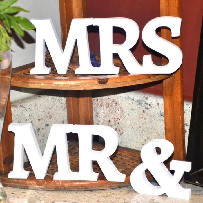 Tischdeko-mit-Holz-für-die-Hochzeit