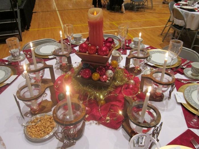 Tischdeko-mit-Kerzen-ein-Turm