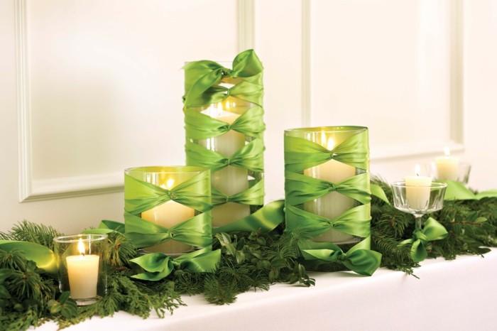Tischdeko-mit-Kerzen-grüne-Bänder