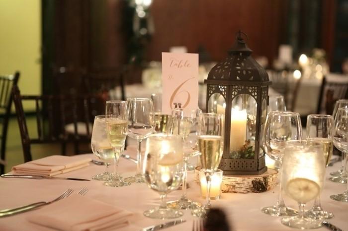 Tischdeko-mit-Kerzen-in-Laterne