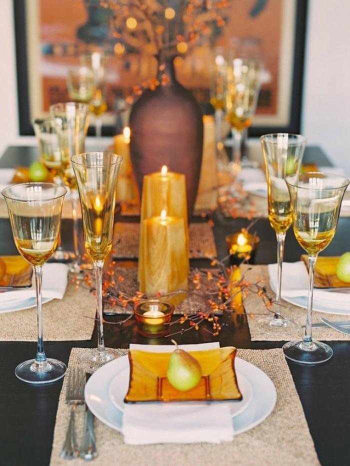Tischdeko-mit-Kerzen-und-Vasen