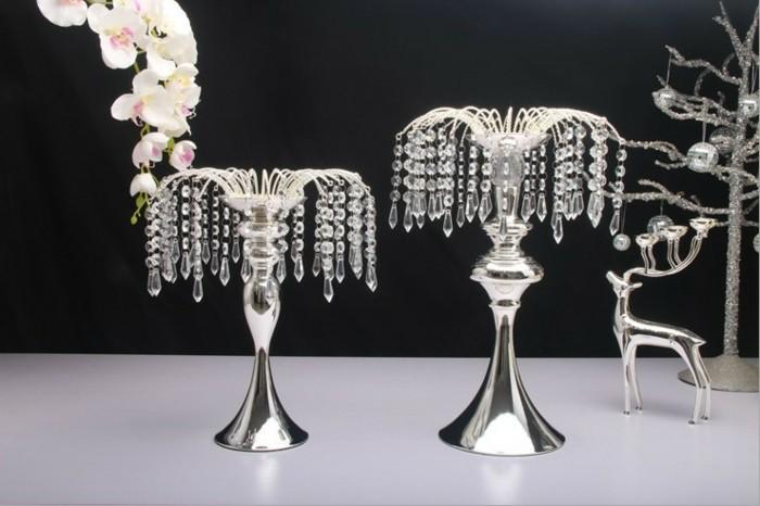 Vasen-Dekoration-in-silberer-Farbe