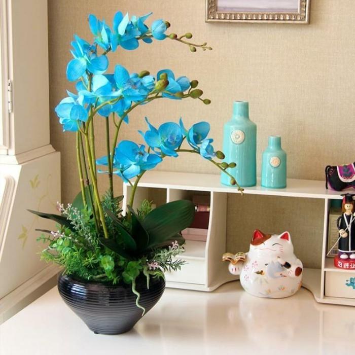 Vasen-dekorieren-mit-blauen-Blumen