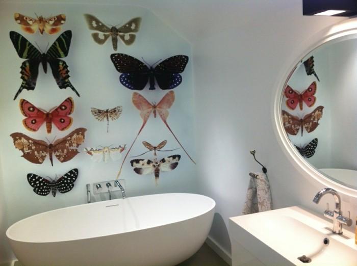 Wandsticker-Bad-mit-vielen-Schmetterlingen