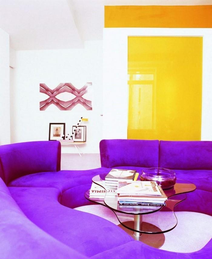 wohnzimmer deko lila:Wohnzimmer lila: Die lila Nuancen lassen es gemütlich wirken