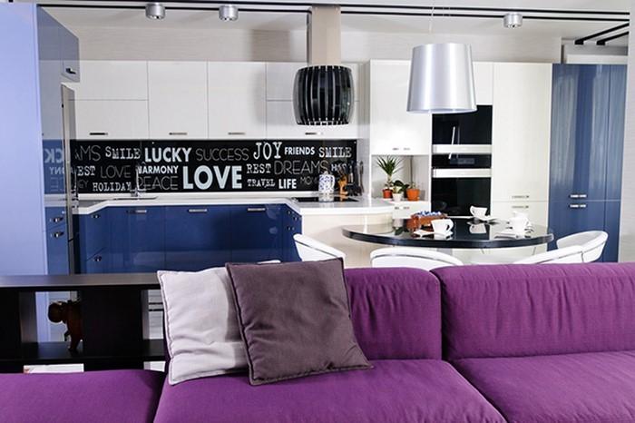 Wohnzimmer-lila-Eine-außergewöhnliche-Atmosphäre