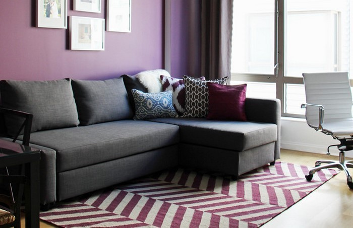 Wohnzimmer-lila-Eine-außergewöhnliche-Deko