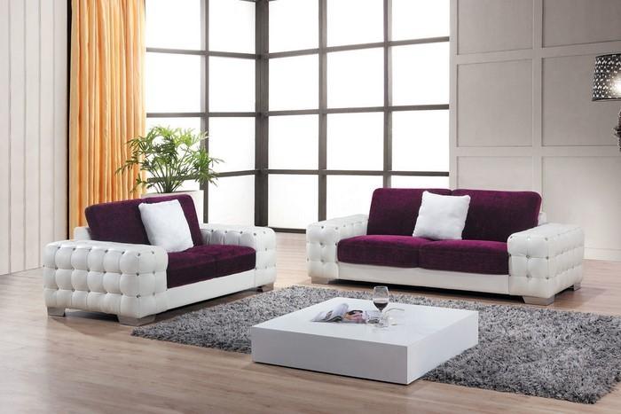 Wohnzimmer-lila-Eine-auffällige-Dekoration