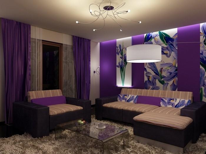wohnzimmer deko lila:Wohnzimmer lila: Die lila Wände lassen das Zimmer geräumig wirken