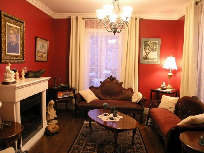 Wohnzimmer-rot-Eine-außergewöhnliche-Entscheidung