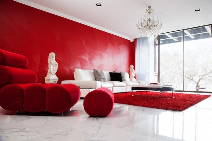 Wohnzimmer-rot-Eine-verblüffende-Entscheidung
