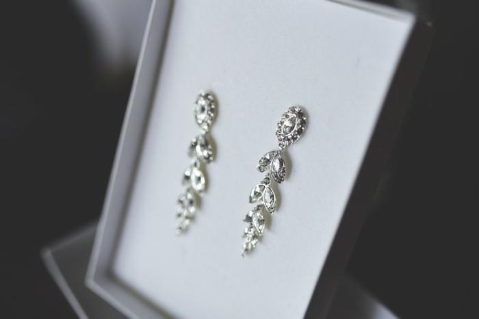 attraktiver-schmuck-aus-diamanten-elegante-ohrringe
