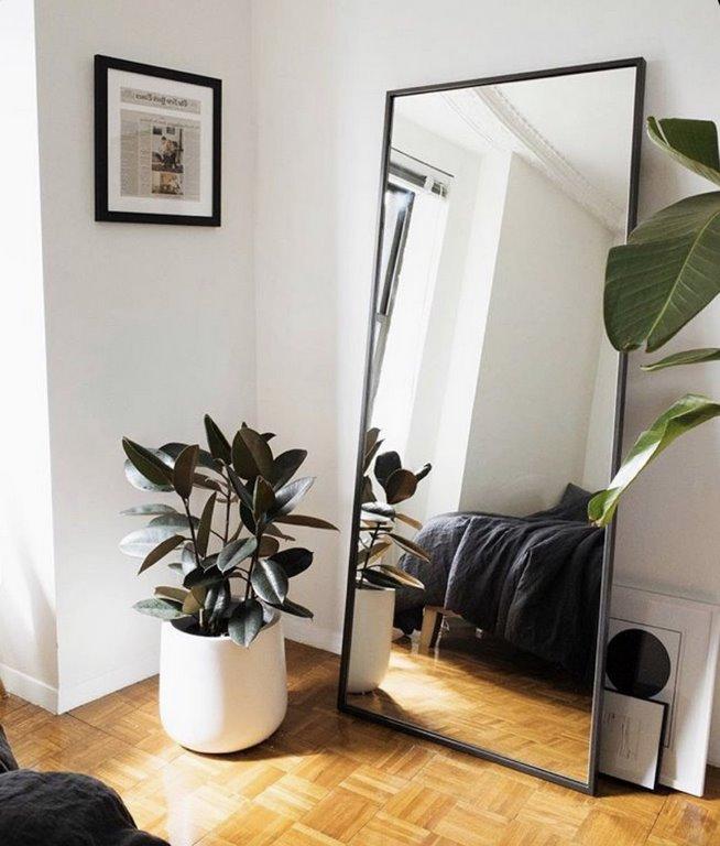 gemütlich klein schlafzimmer schlafzimmer 12 qm einrichten wohnungsideen spiegel breite weiße wände