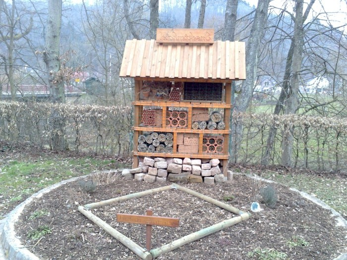 insektenhotel-selber-bauen-ein-insektenhotel-selbst-gestalten