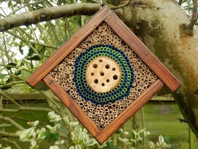 insektenhotel-selber-bauen-ein-mini-insektenhotel-bauen-und-der-natur-helfen