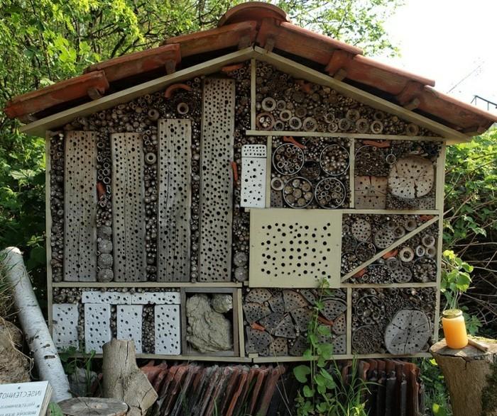 insektenhotel-selber-bauen-ein-riesengroßes-insektenhotel-selber-bauen